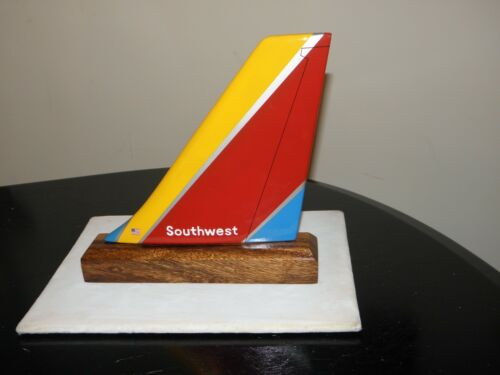 SOUTHWEST AIRLINE WOOD MODEL AIRPLANE TAIL AIRCRAFT PILOT FATHERS DAY! CHRISTMAS