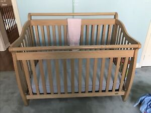CRIB WITH 3 in 1  CONVERSION KIT SOLID MAPLE BY CARAMIA !!