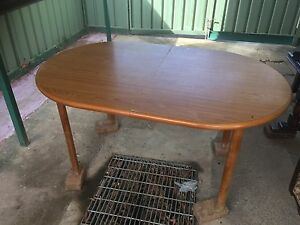 Dining table (extendable ) St Marys Penrith Area Preview