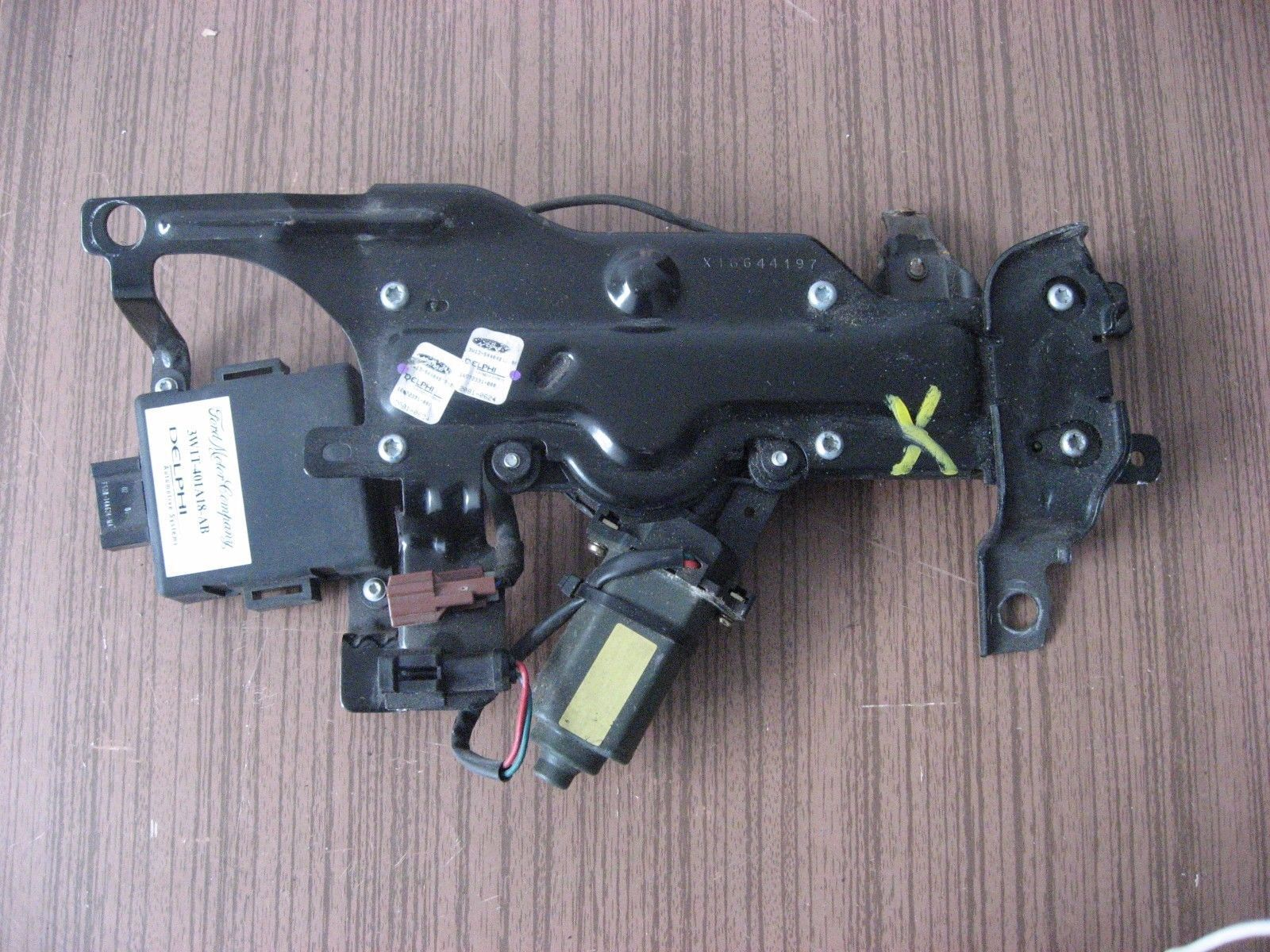 03 04 05 LINCOLN TOWN CAR REAR TRUNK ACTUATOR W/ MOTOR 3W1T-401A18-AB