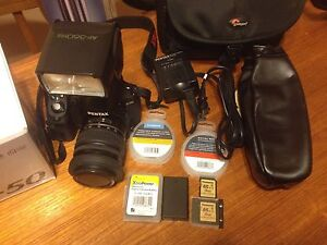 Pentax K-50 with external flash  Stratford Kitchener Area image 1