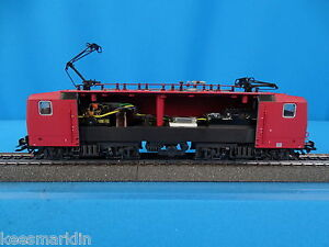 Marklin-3442-001-DR-DDR-Electric-Locomotive-Br-143-NEW-RED-DELTA