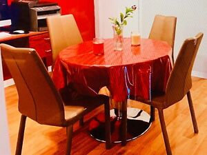 "Dinning Table 40"" Round With 4 Vinyl Chairs."