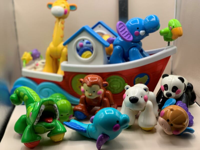 """Amazing Animals Roll Along Musical Ark Boat with Animals 17"""" Toy by Fisher Price"""