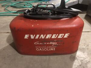 2 outboard fuel tanks