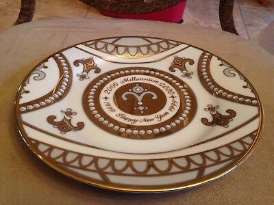 1999 Royal Gallery Gold Buffet Millennium 8 1 2  Plate White With Gold Details