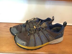 Keen running shoes size 4