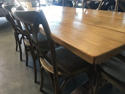 Beautiful Modern Dinning Room Table And Chairs