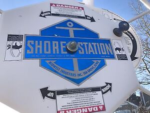 Shore station Boat Lift 3000lb manual lift excellent condition