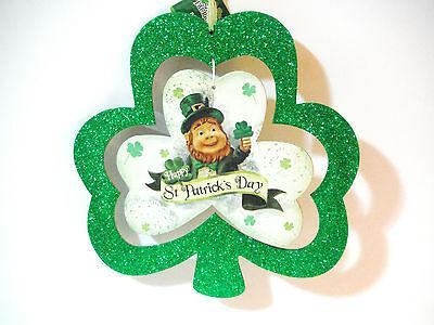 ST PATRICKS DAY WALL HANGER W/ CENTER PIECE LEPRECHAUN](St Patricks Day Centerpieces)
