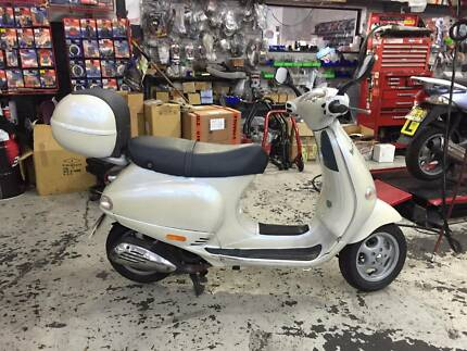 Vespa ET4 125 2003 Pearl White Randwick Eastern Suburbs Preview