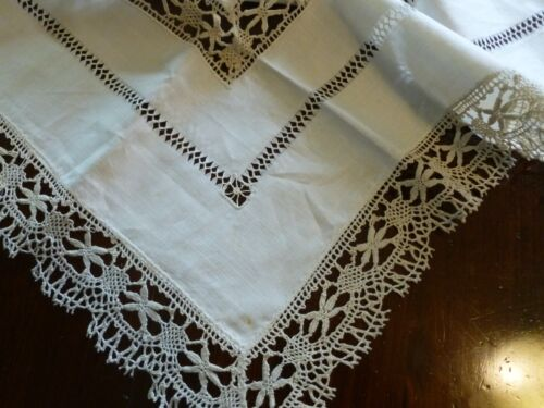 2 Exquisite Antique Irish Linen Bedfordshire Lace Hand Done Centerpieces
