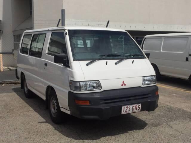 2000 Mitsubishi Express Van/Minivan