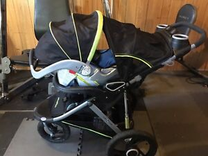 Stroller with detachable bucket and two car bases