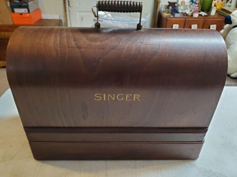 Working Vintage 1925 Singer 99 Sewing Machine w/Accessories in Bent Wood Box
