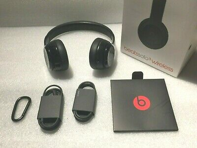 Beats by Dr. Dre Solo3 Wireless Over the Ear Headphones - Black ( Has Scratches)