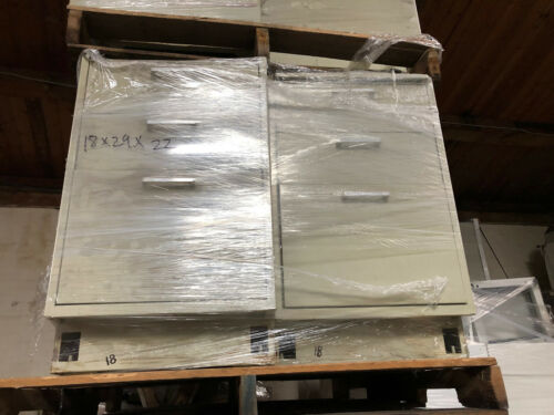 "Hamilton 18"" Tan / White Drawer Seated Lab Bench Combo Casework"