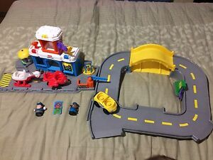 Fisher Price Little People discovery airport set