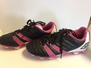 Girls umbro soccer cleats size 1