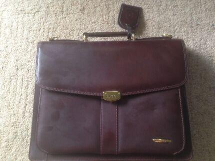Pierre Cardin bag (leather)