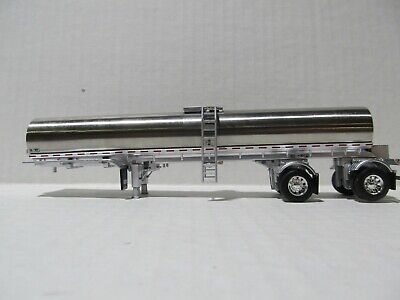 DCP FIRST GEAR 1/64 SCALE SPREAD AXLE MILK TANKER, CHROME & SILVER