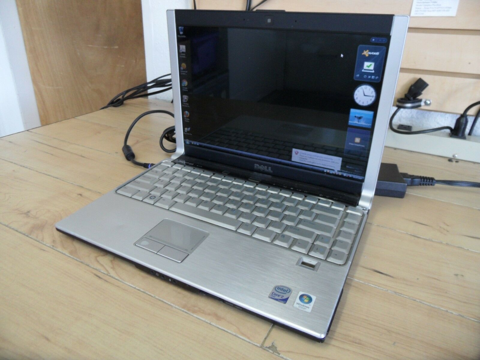 Dell XPS M1330 Laptop For Parts Booted Windows 320 GB Hard Drive Wiped *