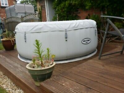 LAY Z SPA PARIS INFLATABLE HOT TUB USED