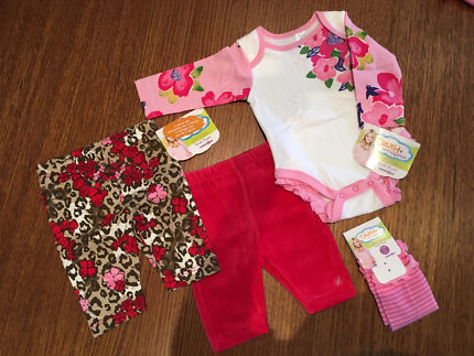 4 piece baby girls outfit - New with tags (size 3 months)