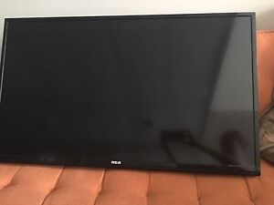 38 inches RCA TV with wall mount