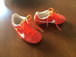Nike toddler soccer shoes. Size 10. Mint condition