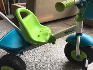 Tricycle à vendre avec poignée pour guider