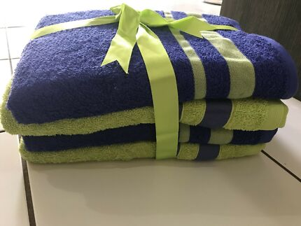 Bath towel 4 pack never used