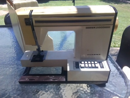 Janome SR-200 Sewing Machine