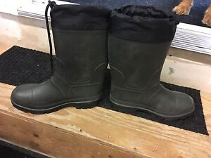 Men's kamik insulated rubber boots  size 8