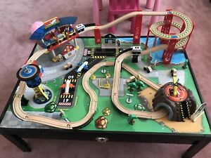 Kidkraft airport express 100 pieces train set and table