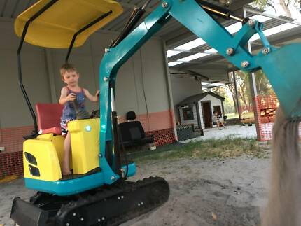 KIDS ELECTRIC DIGGER SANDPIT TOY