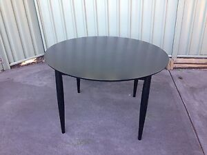Solid wood round dining table Macquarie Fields Campbelltown Area Preview