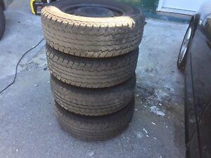 Set pneus hiver sur rims 245/70/17