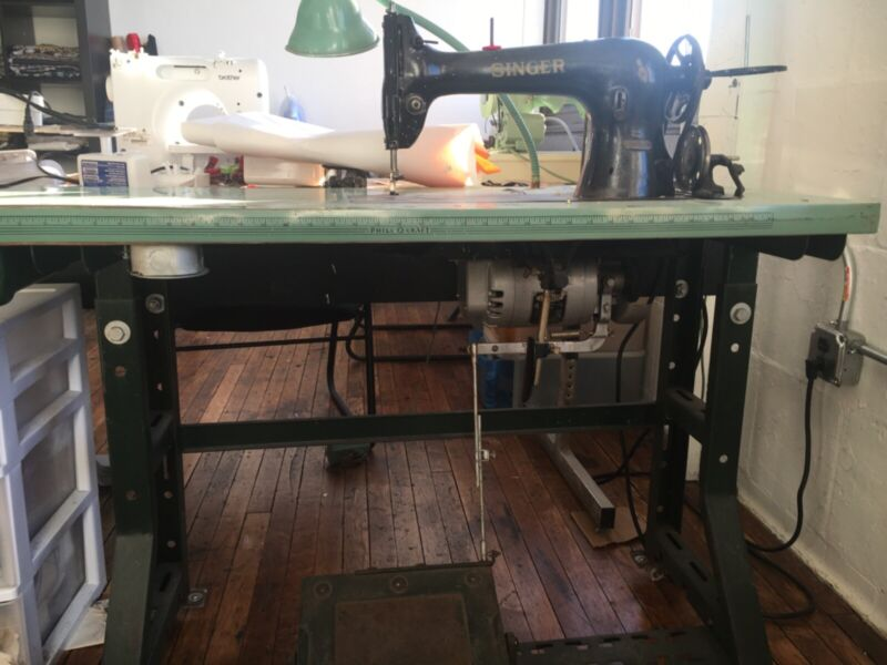 Singer 31-15 - Vintage Heavy Duty Industrial Sewing Machine w/ Table and Motor