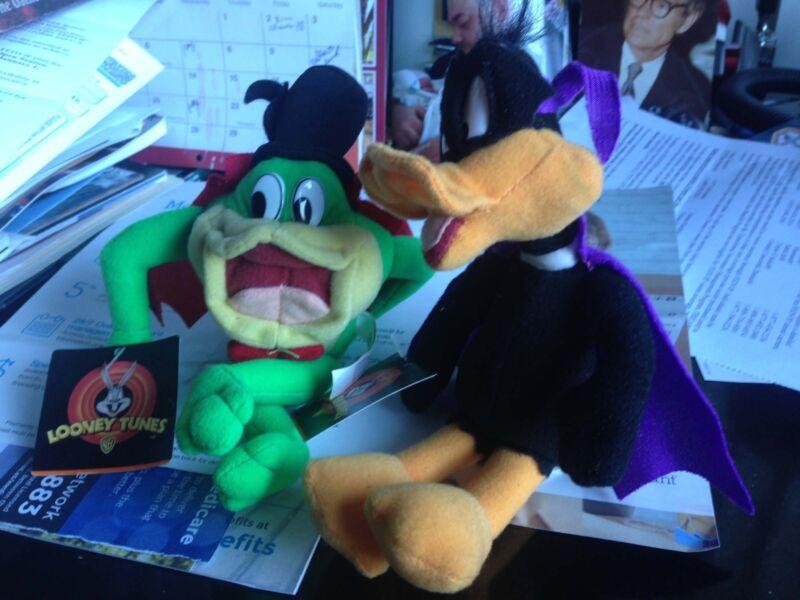 Halloween Plush Daffy Duck &  Michigan J. Frog New Looney Tunes