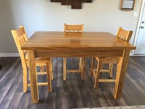 Solid wormy maple table & chairs