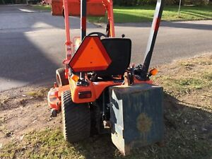 Kubota BX 2230 tractor mower deck good cond