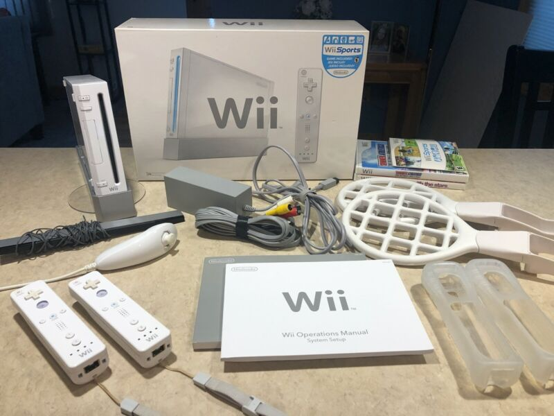 Nintendo Wii White Console Bundle w/Extras - Tested & Clean