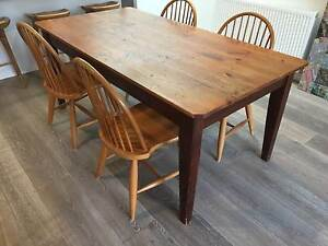 Quality Pine dining / kitchen table seats 6-8 Albert Park Port Phillip Preview