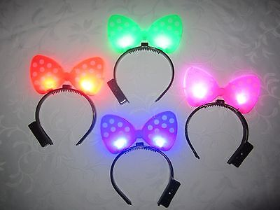 ONE (1) MINNIE MOUSE POLKA DOT FLASHING LIGHT UP BOW HEADBAND.](Minnie Mouse Bow Light Up)