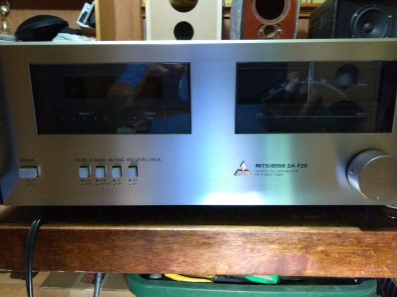 MITSUBISHI DA-F20 FM Tuner Vintage