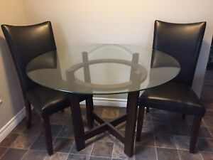 Perfect condition table and chairs