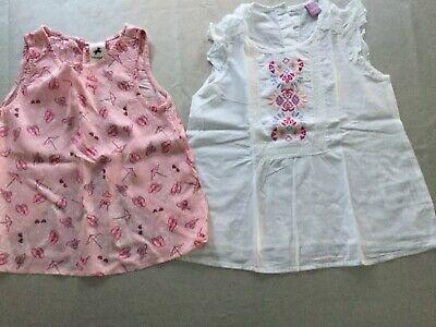 2 Sommer Blusen für Mädchen in Größe 116 zu verkaufen