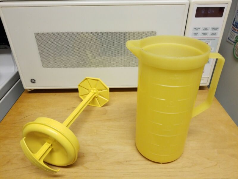 VTG Federal Housewares Yellow Plastic Pitcher Mixing Plunger Press 2 Quarts USA