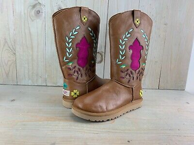 VINTAGE UGG COWBOY  BOOTS EMBROIDERED FLOWERS  US 7 NEW](Ugg Embroidered Boots)